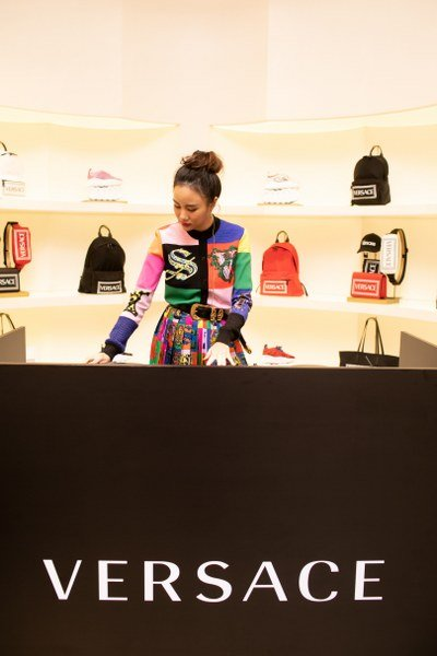 Grand Opening of The New Versace Boutique พร้อมเผยโฉมคอลเล็คชั่นฤดูใบไม้ผลิและฤดูร้อน เวอร์ซาเช่