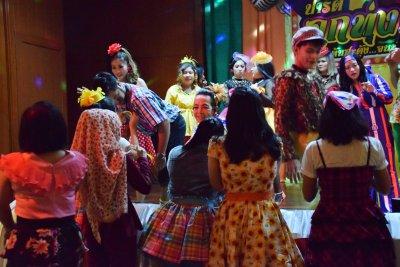 ว.ศิริกาญออโตพาร์ท ปาร์ตี้ลูกทุ่ง...เต้นสะดุ้ง จนทุ่งสะเทือน