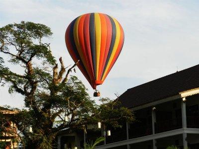 บอลลูน ที่ วังเวียง ประเทศลาว