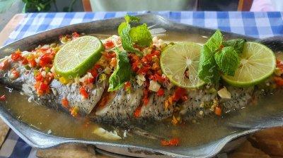 ชุดอาหารไทยอีสาน รสแซ่บ