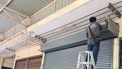ซ่อมประตูม้วน ซอยเอกชัย 80 งานเปลี่ยนกล่องรับสัญญาณรีโมร์ทพร้อมลูกรีโมร์ท 2ชุด