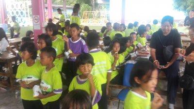 โครงการสมชายคาร์เซ็นเตอร์อรัญปันน้ำใจพี่ให้น้อง