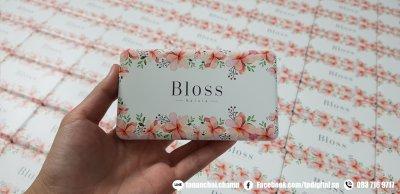รับสกรีนโลโก้ลงบนพาวเวอร์แบงค์สีขาว ลาย Bloss Natura