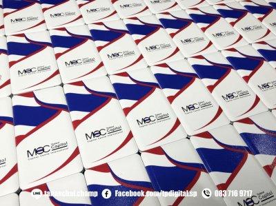 รับสกรีนยูวีโลโก้ลงบนพาวเวอร์แบงค์สีขาว ลาย MOC Captital Centre International Thailand