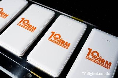 สกรีนโลโก้ลงบน power bank ลาย 10th ARM Beyond networking
