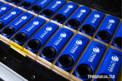 สกรีนโลโก้ลงบน เฟรชไดร์ Flash drive สีน้ำเงิน สีแดง