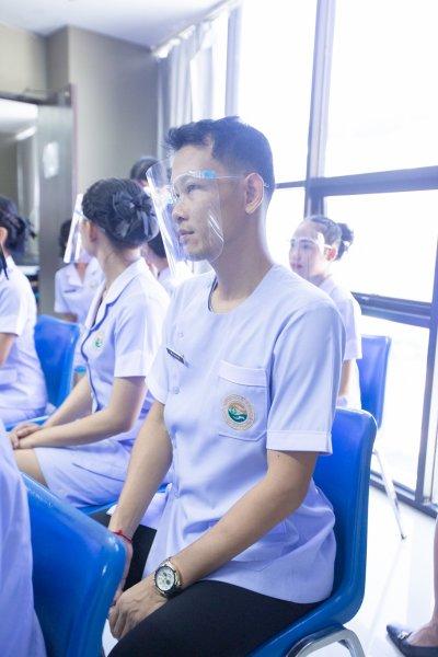 พิธีมอบเข็ม พนักงานผู้ช่วยทางการพยาบาลรุ่นที่ 37.1 38 และ 38.1 ณ โรงเรียนเดอะแคร์การบริบาล