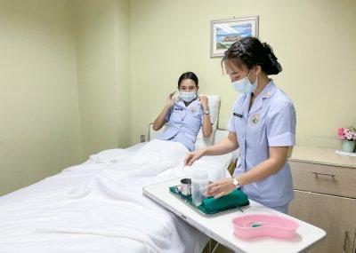 นักเรียนพนักงานผู้การบริบาล รุ่น 39 สอบมาตรฐานฝีมือแรงงานแห่งชาติ ภาคความสามารถ สาขาการดูแลผู้สูงอายุ ระดับ 1 ณ ศูนย์ทดสอบมาตรฐานฝืมือแรงงาน โรงเรียนเดอะแคร์การบริบาล อุบลราชธานี