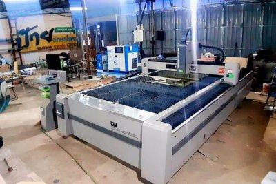 ส่งมอบ fiber laser ยี่ห้อ DEMA-X7 และ ปั้มลมแรงดันสูง 1.6Mpa./20HP. พิกัดอุบลราชธานี