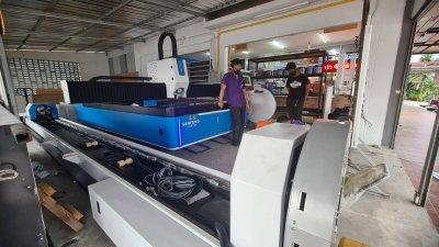จัดส่งเครื่อง FIBER LASER CUTTING รุ่น SF3015GM 1000W พิกัด นครศรีธรรมราช