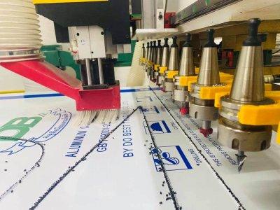 ส่งมอบ CNC ROUTER MACHINE 9.0 KW 12 TOOLS AUTO  พิกัดปทมุธานี