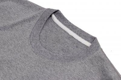 เสื้อยืดสีเทาเข้ม