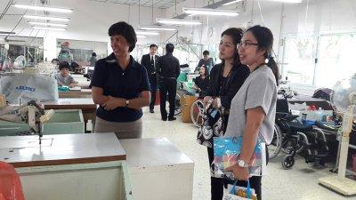 เจ้าหน้าที่ จากธ.กรุงไทย เพื่อเข้ามาประชาสัมพันธ์ การใช้งาน PROMPT PAY (พร้อมเพย์)