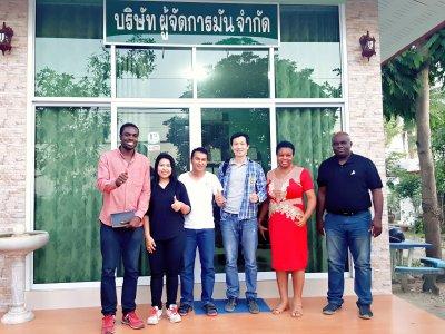 พี่น้องไนจีเรียและกานาเดินทางศึกษาดูงานวิธีปลูกมันกับ ผู้จัดการมัน นัตเขต ตันปิง จ.กำแพงเพชร