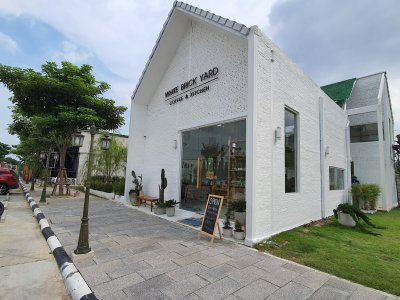 White Brick Yard (kitchen & coffee)