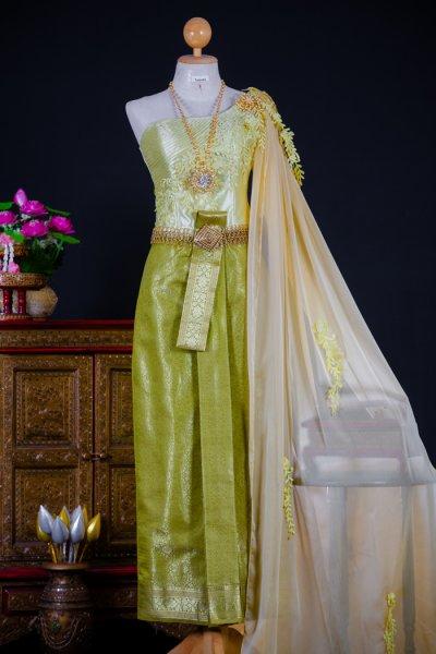 ชุดแต่งงานแบบชุดไทย
