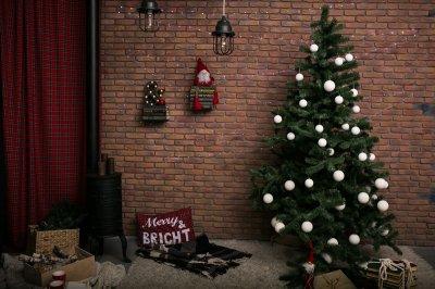 ผนังอิฐแดง ในวันคริสมาสต์