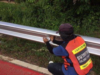 ปรับปรุง guard-rail และติดตั้งป้ายจราจรแบบ ต-63,ต-66,บ-4 สาย ทช.รอ.3013