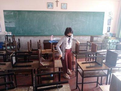 ทำความสะอาดห้องเรียน และฉีดน้ำยาฆ่าเชื้อโรคต่างๆ ให้สะอาดและปลอดภัยในห้องเรียนและ ห้องประกอบการต่างๆ
