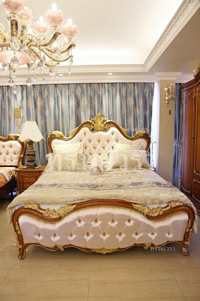 BEDS & DRESSING TABLES