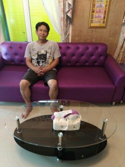 ลูกค้ากับโซฟาและเก้าอี้