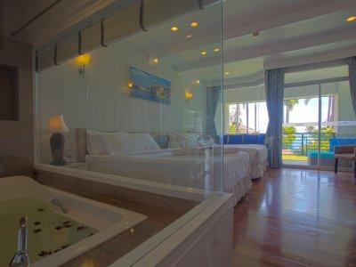 Deluxe Sea View Gardent Suite