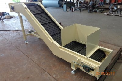 Chip conveyor