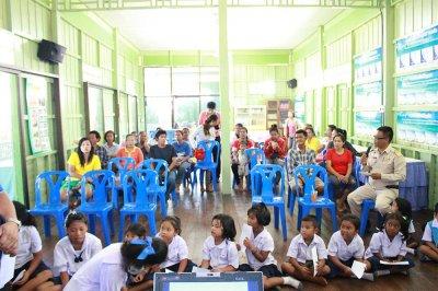 มอบทุนการศึกษา โรงเรียน หาดเจ้าสำราญ 4 มิ.ย. 58