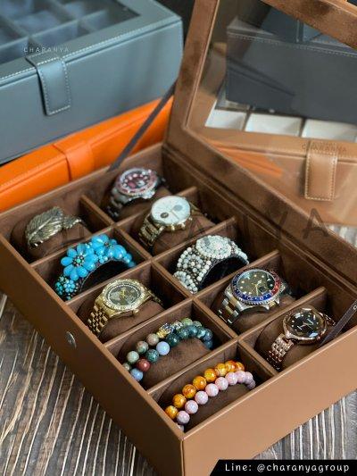 กล่องนาฬิกาสำหรับคนข้อมือเล็ก จะข้อมือเล็กหรือข้อมือใหญ่ก็รัดสายได้ หมอนนิ่ม รองรับหน้าปัด 50มม. ใส่นาฬิกาเรือนใหญ่ได้ งานสวย วัสดุดี พรีเมี่ยม มอบเป็นของขวัญได้ ของขวัญวันเกิด ของขวัญให้ผู้ใหญ่ ของพรีเมี่ยม Line: @charanyagroup  Tel: 093-6699642