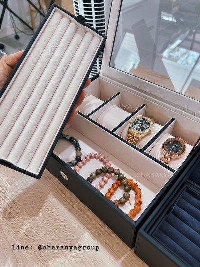 Watches and Rings Tray Storage กล่องนาฬิกา 4 เรือน + ถาดใส่แหวน สีดำ งานเกรดอย่างดี วัสดุดี พรีเมี่ยม หุ้มหนังและกำมะหยี่ พร้อมหมอนนาฬิกา 2in1 สำหรับคนข้อมือเล็ก  Tel: 093-6699642 Line: @charanyagroup