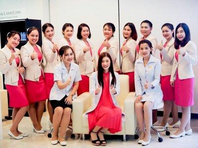 แพทย์และพนักงาน BL Clinic Thailand