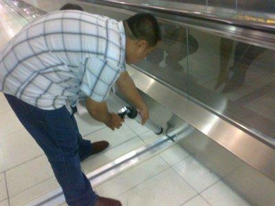 รูปติดตั้ง Floor Expansion Joint ชนิด Metal + Flexible insert @ Suvarnabhumi Airport