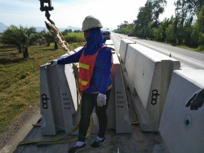 ผลงานการติดตั้ง Barrier สำหรับติดยางพารา มาตราฐาน กรมทางหลวง ชนบท และ มาตราฐาน กรมทางหลวง 2020