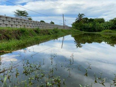 ทีมงาน ดีไซน์48 โครงการก่อสร้างกำเเพงกันดิน อำเภอเเหลมสิงห์ จังหวัดจันทบุรี