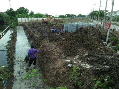 โครงการหมู่บ้านจัดสรร คุณหมอพีรพงศ์ ใช้บล็อกกำแพงกันดิน (ขนาดเล็ก) Retaining Wall Block - Small
