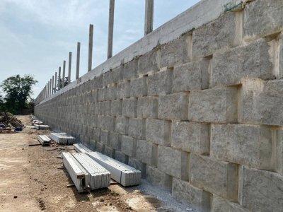 ผลงานการติดตั้งบล็อกกำเเพงกันดิน (ขนาดใหญ่)  ปั้มเอสโซ่ เขาสอยดาว จันทบุรี