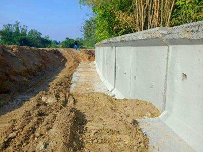 ผลงานการติดตั้ง กำแพงกันสำเร็จรูปพร้อมฐานแผ่ Retaining Wall L Series