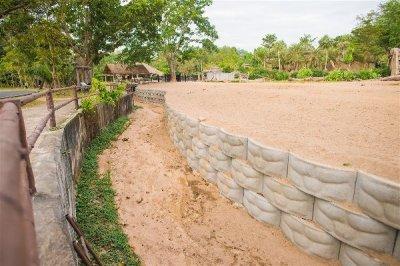 สวนสัตว์เปิดเขาเขียว (กรงม้าลาย) (13.214936, 101.056572)