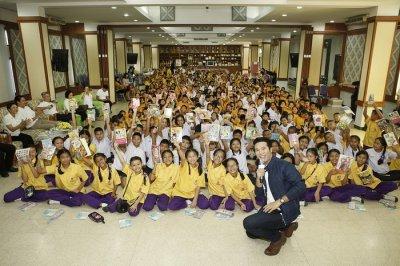 อมรินทร์ พริ้นติ้ง แอนด์ พับลิชชิ่ง ร่วมกับ ไทยเบฟเวอเรจ สานต่อโครงการ `ส่งความรู้ สร้างความสุข' ส่งเสริมให้เยาวชนไทย รักการอ่านหนังสือ