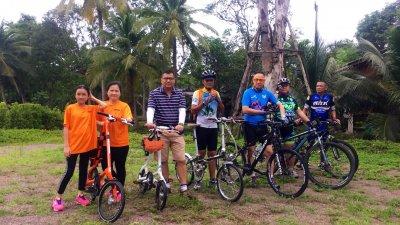 ทีมจักรยานชมธรรมชาติ พลตรี กฤษฎากรณ์ กรณ์ศิลป