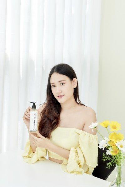 Shampoo with Customers