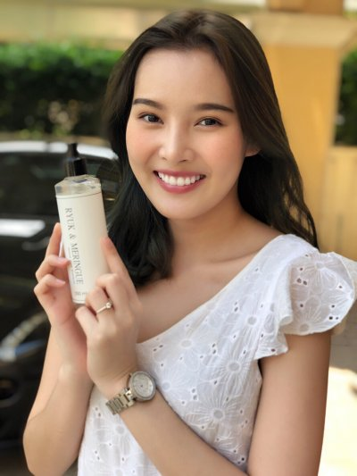 Shampoo with Model