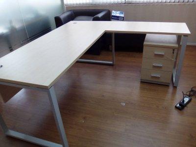 โต๊ะผู้บริหาร