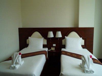โรงแรมเอราวัณริเวอร์ไชด์