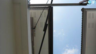 งานติดตั้งรางน้ำไวนิล SCG Smart สีน้ำตาล พร้อมตะแกรงกันใบไม้ บ้านสองชั้น