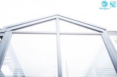 งานติดตั้งกันสาดและหลังคาโรงรถ ด้วยหลังคาเมทัลชีทสไตล์ห้องกระจก (Glass house)