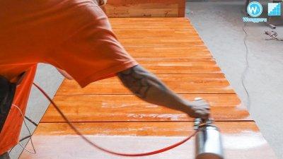 เยี่ยมชมโรงงานผลิตลูกนอนบันไดไม้ยางพาราประสานทำสี