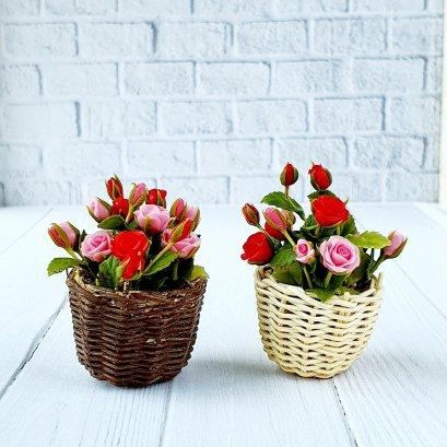 Dollhouse Miniatures Red Pink Rose Clay Flower in Wicker Basket Fairy Garden Plants Decoration