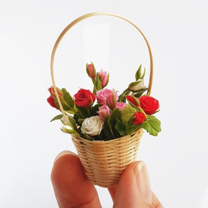 6 Mini Clay Rose Flowers in Bamboo Basket Dollhouse Miniature Fairy Garden Room Valentine Decoration