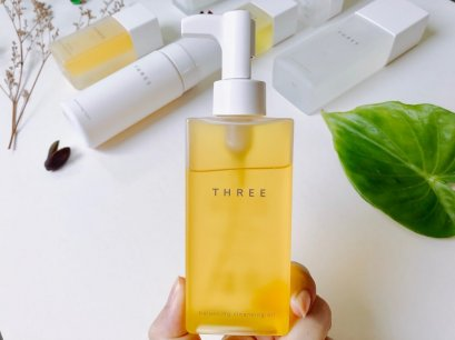 THREE Balancing Cleansing Oil R 185ml